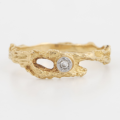 BjÖrn weckstrÖm, necklace, bracelet and ring, 18k gold with eight-cut diamonds.
