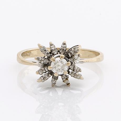Ring 18k whitegold 1 brilliant-cut diamond approx 0,25 ct and single-cut diamonds.