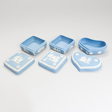 Late 20th-century 30-piece set of wedgwood jasperware.