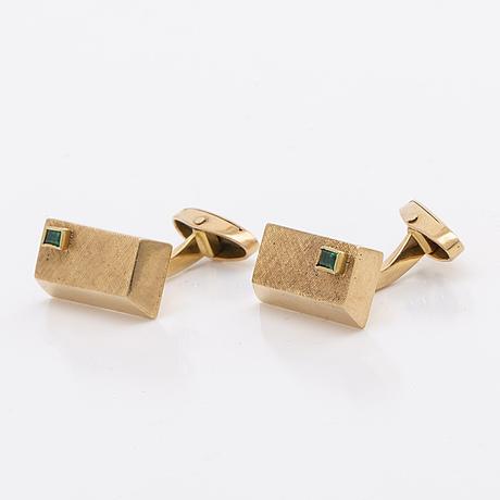 Cufflinks, 1 pair, 18k gold with 2 rectangular cut emeralds.