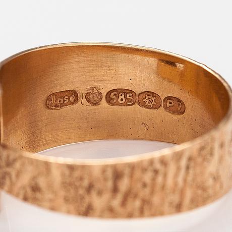 A 14k gold ring with a tiger's eye. jalosepot oy, lahti 1968.