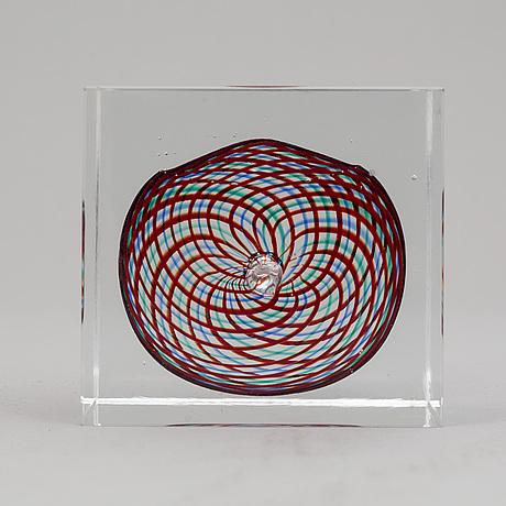 Oiva toikka, an annual glass cube, nuutajärvi, finland 1994.