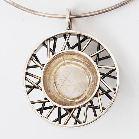 Halsring med hänge, silver med rutilkvarts, guldsmedjan forsman & gardfors umeå 1966.