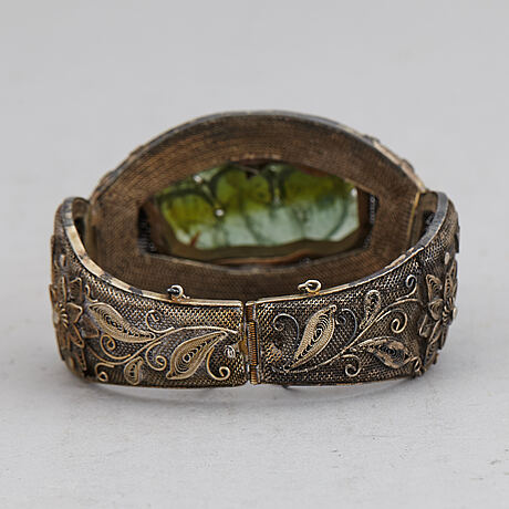 A chinese silver filigree bracelet with inlays stone, early 20th century.