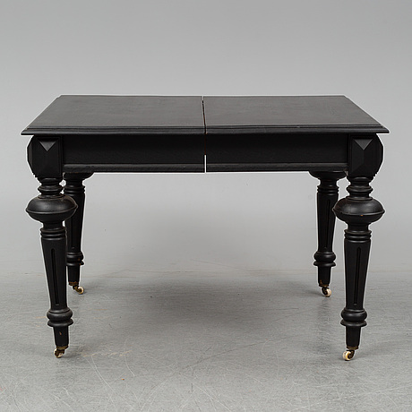 A dining table with an additional leave from around year 1900.