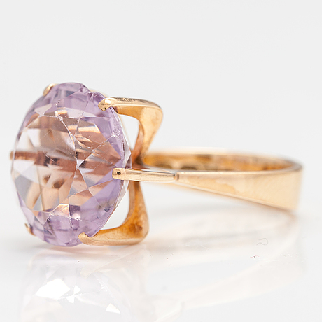 A 14k gold ring with an amethyst. westerback, helsinki 1968.