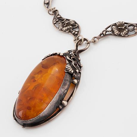 Halsmycke och armringar två st, silver med bärnsten och bergkristall.