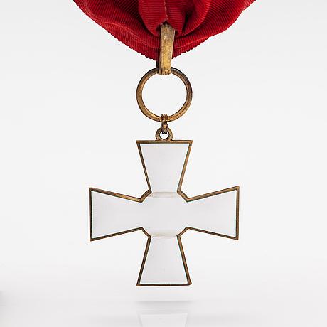 Cross of merit of the order of the lion of finland, commander. korutellisuus tillander, helsinki 1970.