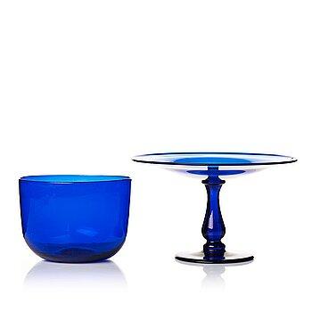 294. Tazza samt sköljskål, blått glas, 1800-tal.
