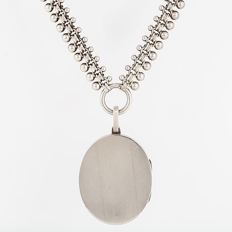 Medaljong, med kedja delvis silver och emalj.