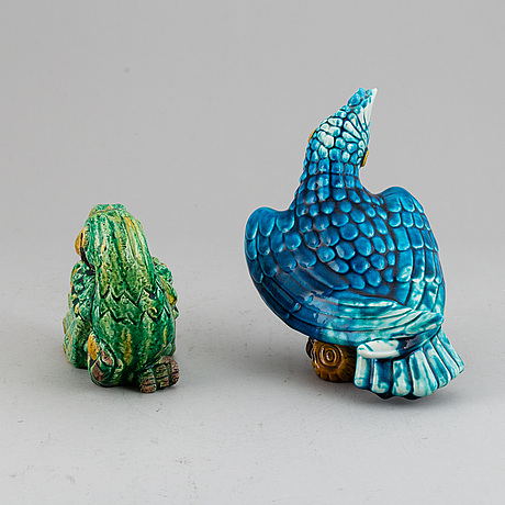 Gunnar nylund, two stoneware sculptures of parrots, rörstrand, sweden mid 20th century.
