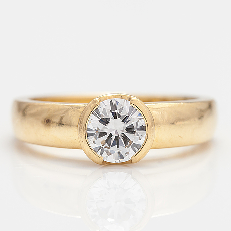 An 18k gold ring with a ca. 0.79 ct diamond.
