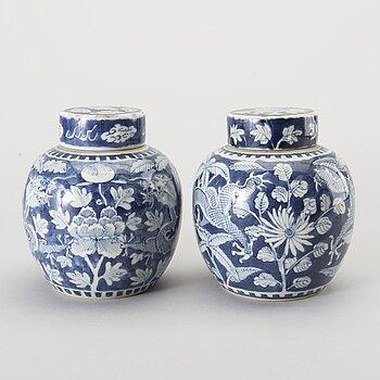 BOJANER ett par Kina  1800-tal porslin.