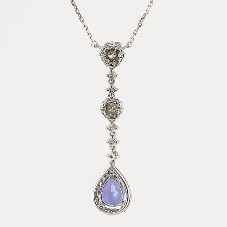 HÄngsmycke, med droppformad tanzanit och briljantslipade diamanter.