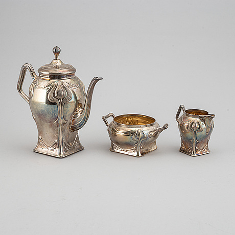 An art nouveau silver coffee pot, sugar bowl and creamer, mark of cf källström, malmö 1901.