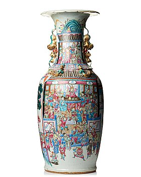 817. A massive famille rose Canton vase, Qing dynasty, 19th Century.