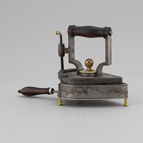 StrykjÄrn med ställ, polerat stål, 1800-tal.