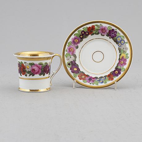 Kopp med fat, porslin, 1800-tal.
