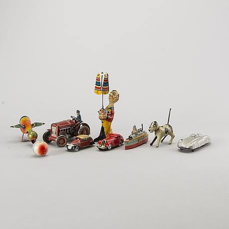 Samling plÅtleksaker, 9 st, bland annat schuco och gama, 1900-talets första hälft.