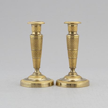 Ljusstakar, ett par, förgylld brons, empire, 1800-talets första hälft.