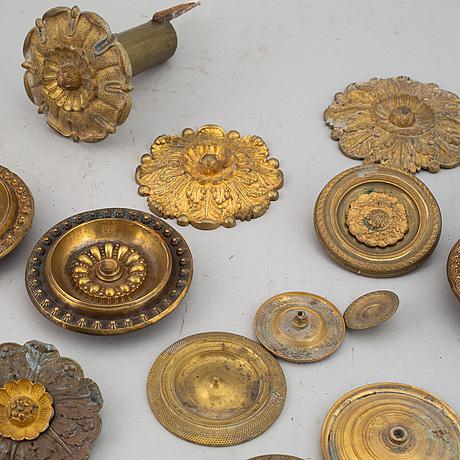 Dekorelement till gardinomtag, 21 st, mässing, 1800-tal.