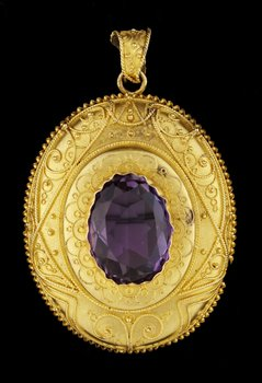 5. BROOCH/PENDANT, filigreework, app 1870 set with amethyst.