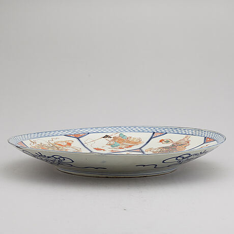 A large enameled dish, japanese, meiji (1868-1912).
