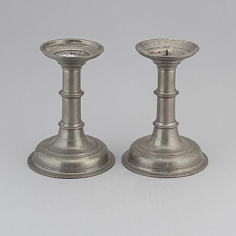 Altarljusstakar, ett par, tenn, 1700-/1800-tal.