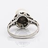 Ring 14k whitegold, 1 cultured pearl approx 8,5 mm single-cut diamonds.