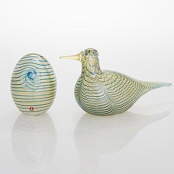 OIVA TOIKKA, An annual glass bird with its egg, year 2007, both signed O. Toikka Nuutajärvi, the egg numbered 328/750.