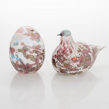 OIVA TOIKKA, An annual glass bird with its egg, year 2008, both signed O. Toikka Nuutajärvi, the egg numbered 474/750.