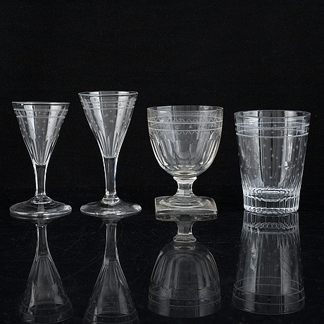 A part glass service, 20th century (25 pieces).