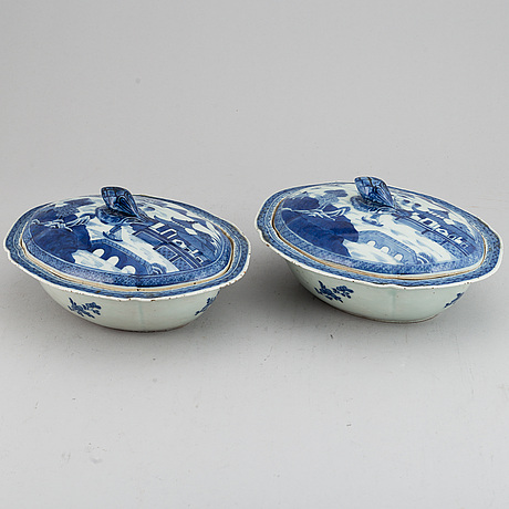 A pair of blue and white porcelain tureens with covers, qing dynasty, jiaqing.