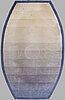 Matta, tuftad, ca 557 x 332-187 cm.