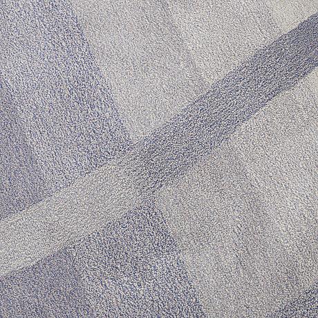 A carpet, tufted, diameter 284 cm.