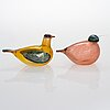 Oiva toikka, two glass birds, annual birds 2001 and 2002, signed o. toikka nuutajärvi.