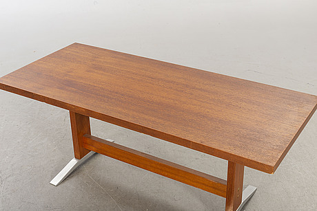 A mid 20th century coffee table.