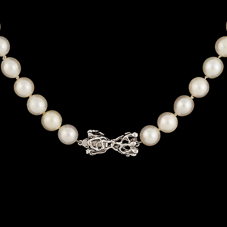 Cultured pearl necklace, clasp 18k white gold.