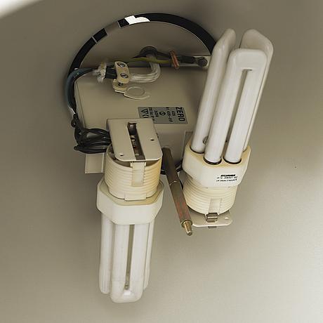 A pair of zero ceiling light.