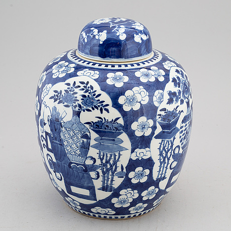 A blue and white jar with cover, late qing dynasty, circa 1900.