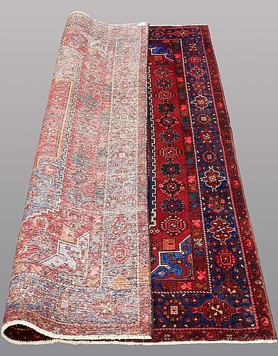 A rug hamadan, ca 213 x 131 cm.