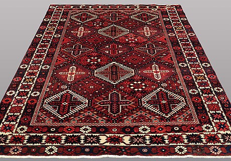 A carpet, baktiari, ca 295 x 208 cm.
