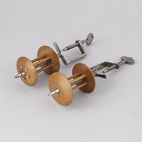 TrÅdvindor, ett par sengustavianska stockholmsarbeten, polerat stål och fruktträ.