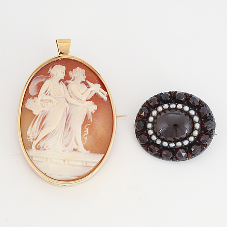 Sea shell cameo and garnet brooch.