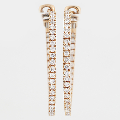 A pair of earrings in 18k gold set with round brilliant-cut diamonds.