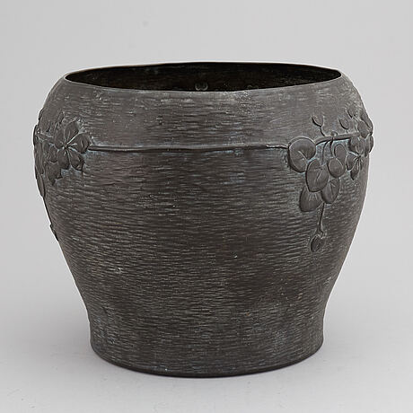A jugend flower pot, early 20th century.