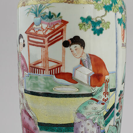 A famille rose vase, turned into a tablelamp, qing dynasty, 19th century.