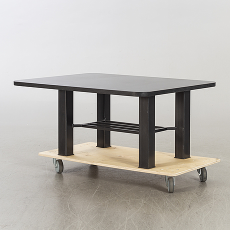 A sofa table with black granit top.