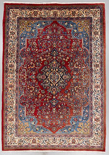 A carpet, mahal/sarouk, ca 305 x 215 cm.