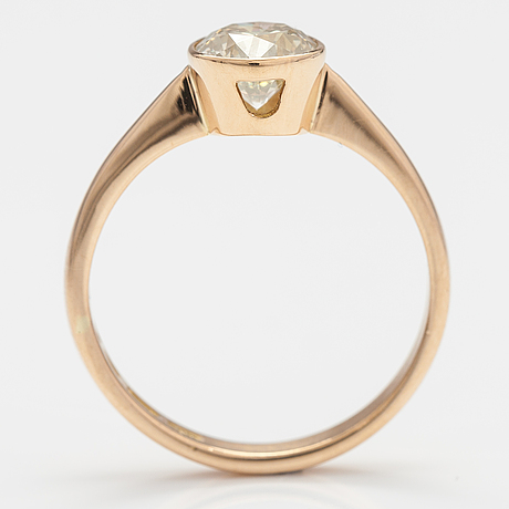 An 18k gold ring with a ca 1.03 ct diamond. finland 1994.